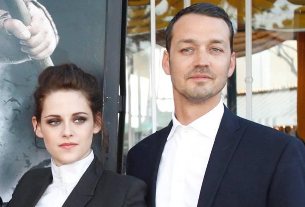 Kristen Stewart brach mit ihrem Seitensprung mit Regisseur Rupert Sanders im Juli 2012 nicht nur das Herz von Robert Pattinson, sondern auch das von allen «Twilight»-Fans. Zwar kam das Paar nach dem Fremdgeh-Skandal wieder zusammen, doch ihre Liebe hielt nicht für immer.