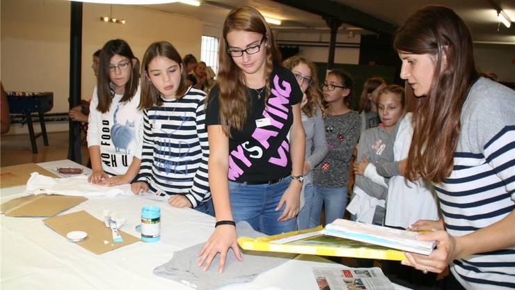 In einem der Workshops wurden verschiedene Siebdrucke hergestellt. Heidi Bono