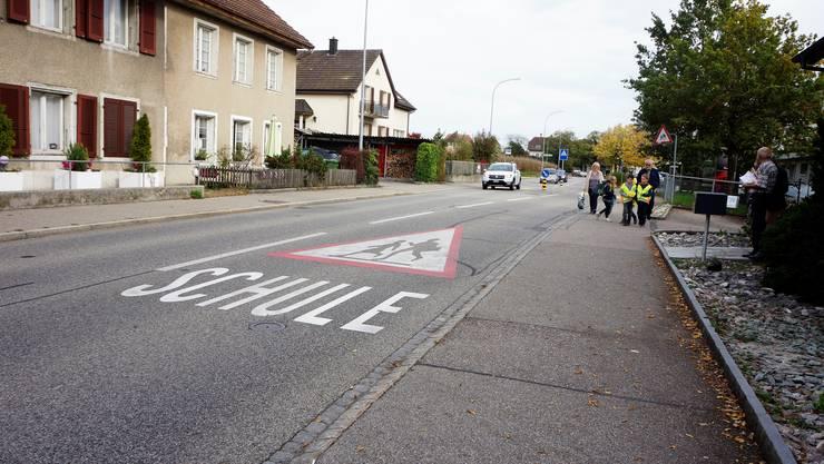 Auf der Dorfstrasse in Bellach kann es zwischendurch eng werden.