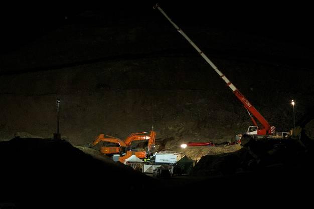 Die Leiche des zweijährigen Jungen sei nach tagelangen Bohrungen in einer Tiefe von rund 70 Metern entdeckt worden.