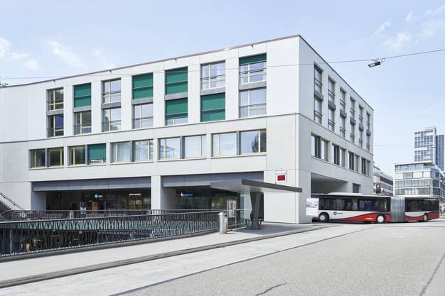 Seit Donnerstag fahren die Busse der RVBW vom Bahnhof Ost her durch das Haus Schlossberg und den Bustunnel Richtung Schulhausplatz.