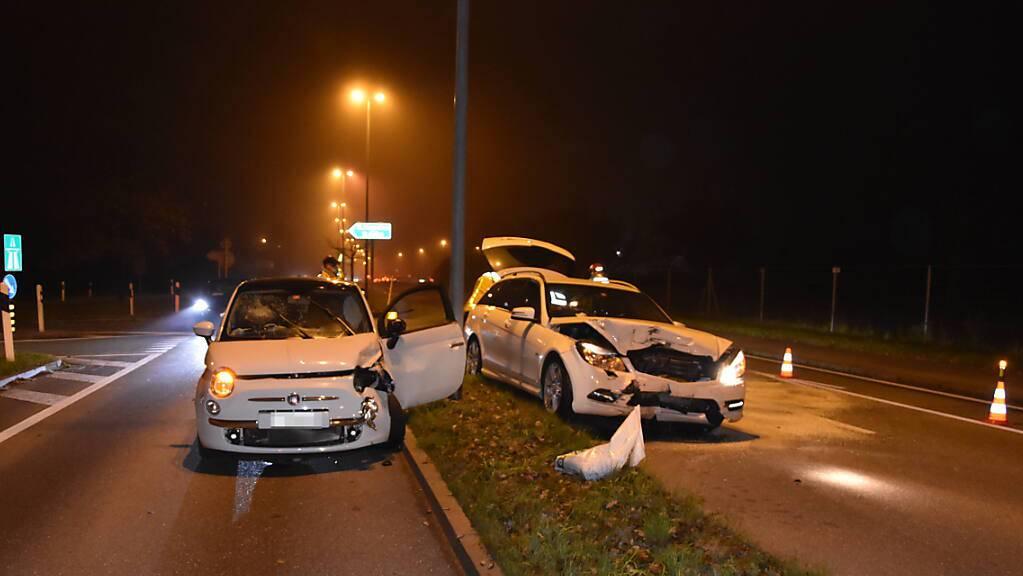 Beim Zusammenprall dieser zwei Autos in Mörschwil wurden eine Lenkerin und eine Mitfahrerin leicht verletzt.