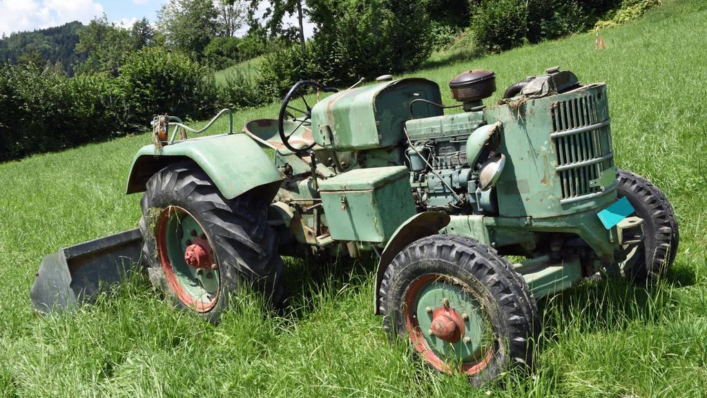 Traktor überschlagen – 26-Jähriger schwer verletzt