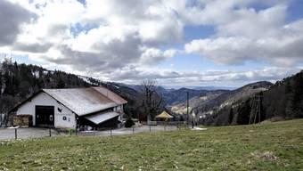 Die Vogelberg-Beiz mit Blick übers Bogental in Richtung französischer Jura ist ein Baselbieter Bjiou.