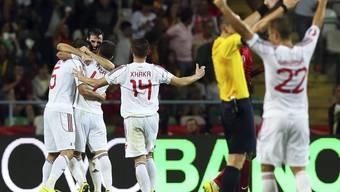 Taulent Xhaka (Nummer 14) jubelt mit seinen albanischen Teamkollegen über das 0:1 gegen Portugal.