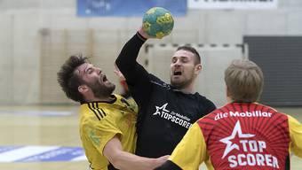Bruno Kozina (Mitte) spielt wieder für den RTV Basel.
