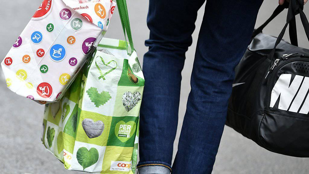 Für Weihnachtseinkäufe werden Herr und Frau Schweizer dieses Jahr nicht mehr aufwenden. (Archivbild)