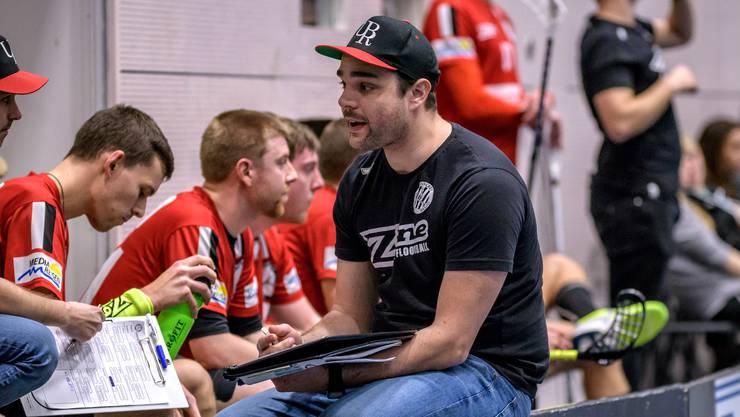 Daniel Moser gibt seinen Spielern die nötigen Anweisungen.