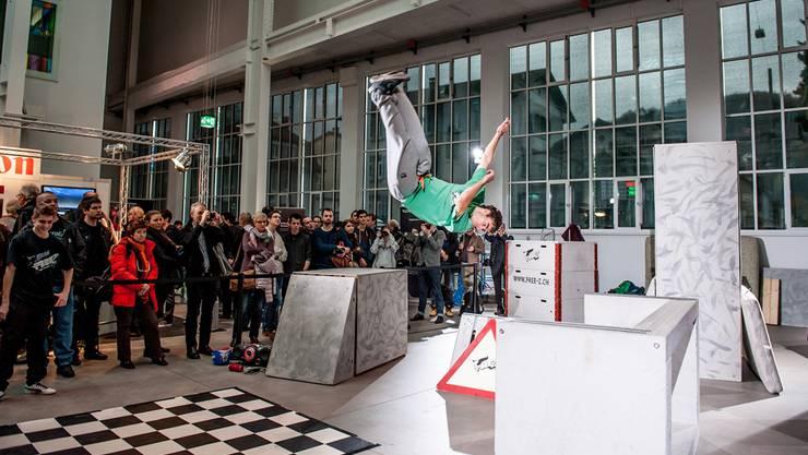 Die Zofinger Freerunning- und Parkourcrew «Free-Z» sorgt für Action – und bietet Gelegenheit, das neuste Kamera-Equipment zu testen. Fotos: Philippe Neidhart