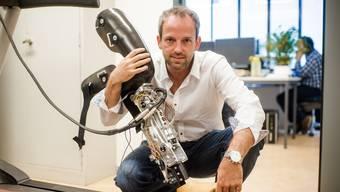 Professor Robert Riener arbeitet an der ETH Zürich unter anderem an innovativen Knieprothesen.