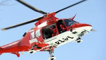 Ein Rettungshelikopter musste den 23-Jährigen Arbeiter ins Spitel fliegen, nachdem dieser von einem Baugerüst gefallen ist. (Symbolbild)