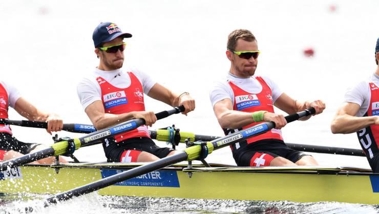 Der Leichtgewichts-Vierer ohne Steuermann Lucas Tramèr, Simon Schürch, Simon Niepmann und Mario Gyr (von links) während des Vorlaufs in Varese