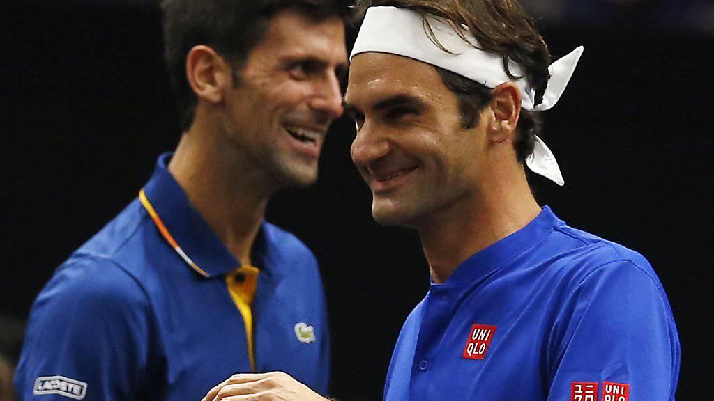 Beim Laver Cup kurzzeitig Teamkollegen, nun wieder Konkurrenten: Novak Djokovic (li.) und Roger Federer. Wer lacht auch am Schluss des Australian Open noch?