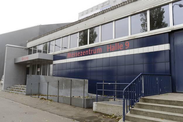 Rund 250 Asylsuchende werden ab Januar 2016 in Zürich-Oerlikon in das Übergangszentrum in der Messehalle 9 ziehen.