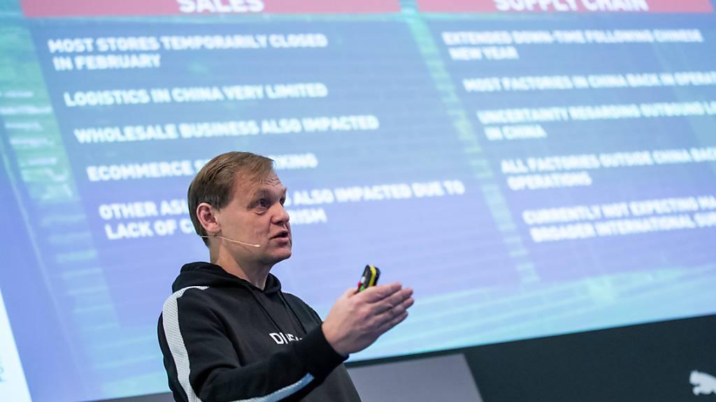 Der deutsche Sportartikelhersteller Puma lässt die Dividende für 2019 ausfallen - im Bild CEO Björn Gulden an der Bilanz-Pressekonferenz im Februar (Archiv)