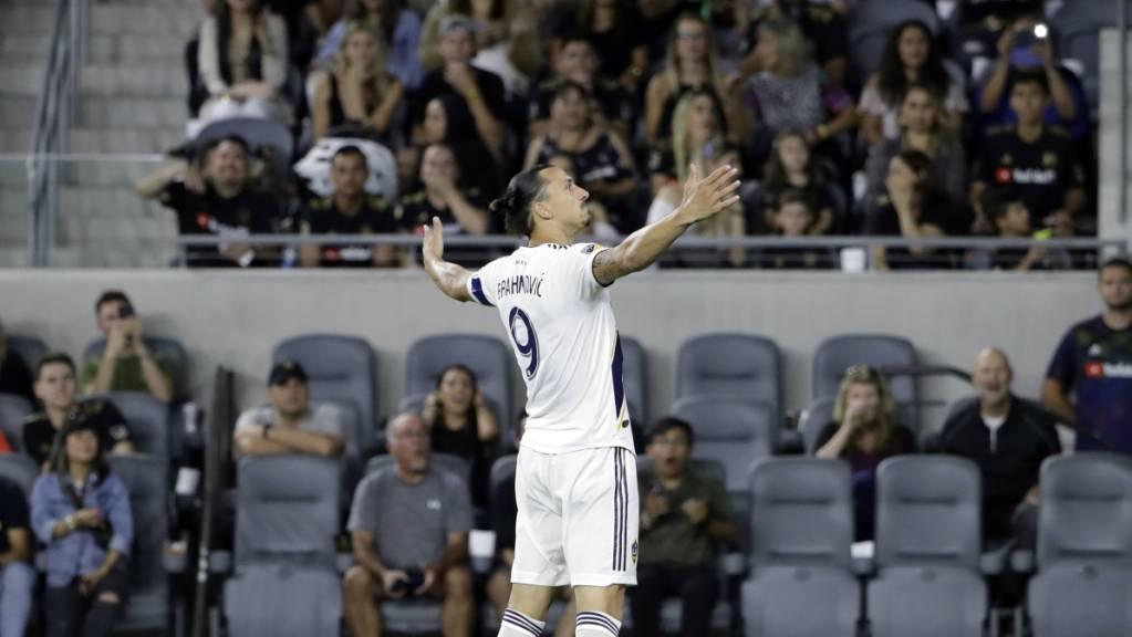 Der bei den Los Angeles Galaxy tätige Zlatan Ibrahimovic lässt sich feiern