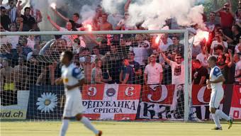 Fans von Roter Stern Belgrad am Uhrencup.