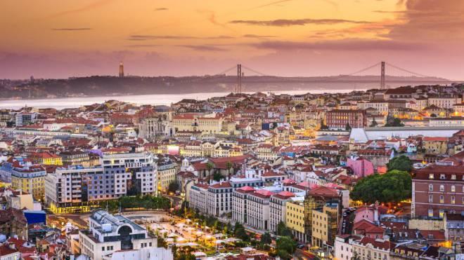 Aussicht vom höchsten aller Aussichtspunkte: Senhora da Monte bietet die Super-Weitwinkel-Kulisse auf Lissabon. Foto: Getty Images