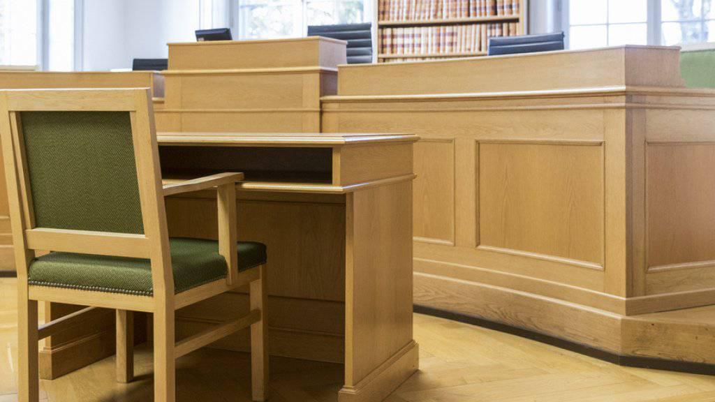 Gerichtssaal des Berner Obergerichts: Am Freitag wird hier das Urteil im Brandstiftungs-Prozess um einen Berner DJ verkündet.