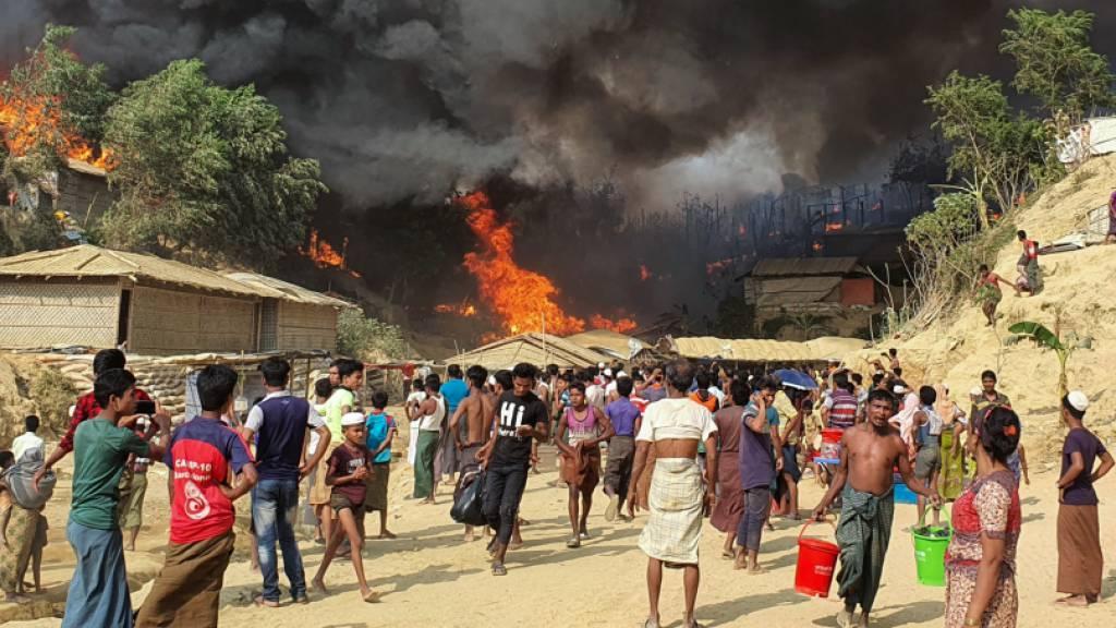 Mindestens sieben Tote bei Brand in Flüchtlingslager in Bangladesch