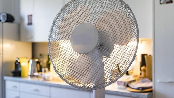 Die Verkäufe von Ventilatoren und Klimageräte sind dank heissen Sommertagen stark angestiegen. (Archivbild)