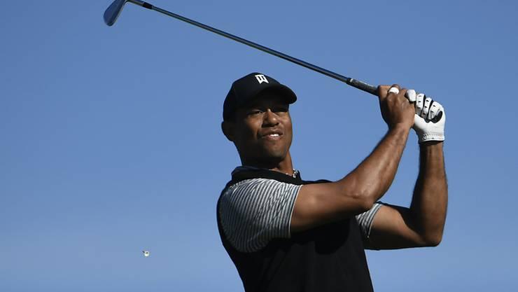 Tiger Woods unter dem blauen Himmel von Südkalifornien