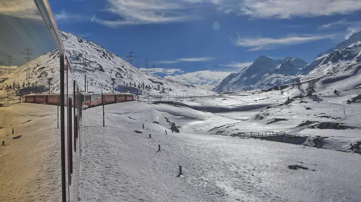 Bei schönstem Sonnenschein mit dem Bernina-Express von Chur nach Poschiavo.
