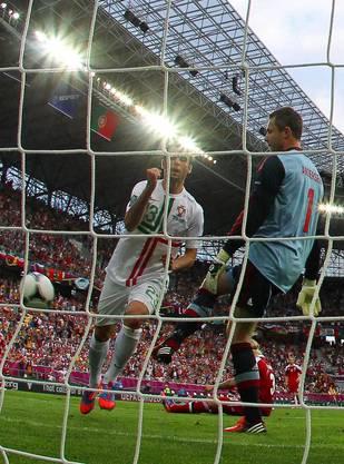 Helder Postiga schiesst Portugal in der 36. Minute zum 2:0 gegen Dänemar
