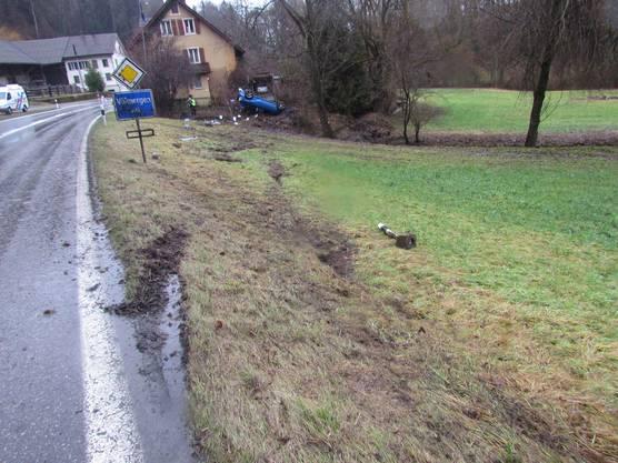 Eingangs Villmergen geriet das Auto von der Strasse.