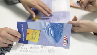 Um die neuen Arbeitslosen zu betreuen, stellen die RAV 35 neue Mitarbeiter an.  (Archivbild)