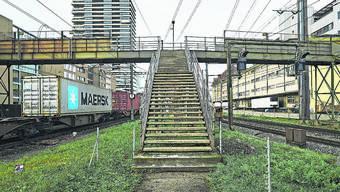 Für manche eine velountaugliche Überquerung, für andere ein wertvolles Baudenkmal: Die Passerelle in Pratteln.