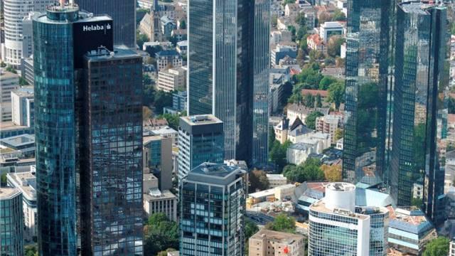 Milliardengeschäft mit Wrappern: Junghof Plaza mit der Crédit Suisse im Bankenviertel von Frankfurt am Main. Foto: akg-images / euroluftbild.de