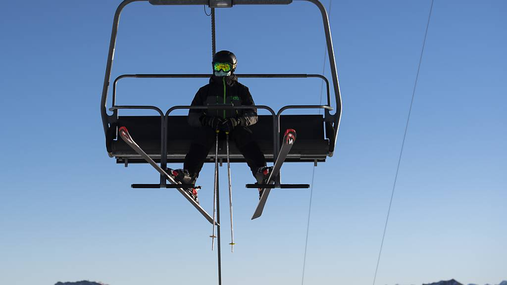 Im Kanton Glarus werden die Skigebiete vorerst geschlossen.