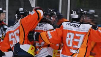 Urdorfs Nicolas Landis (Mitte) ist mit vier Skorerpunkten der Mann des Spiels.