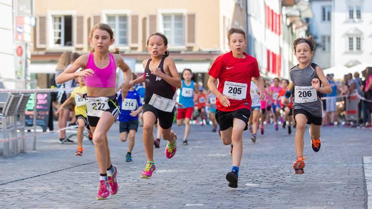 Alle Kinder und Schüler starten in diesem Jahr gratis am Aarauer Altstadtlauf.