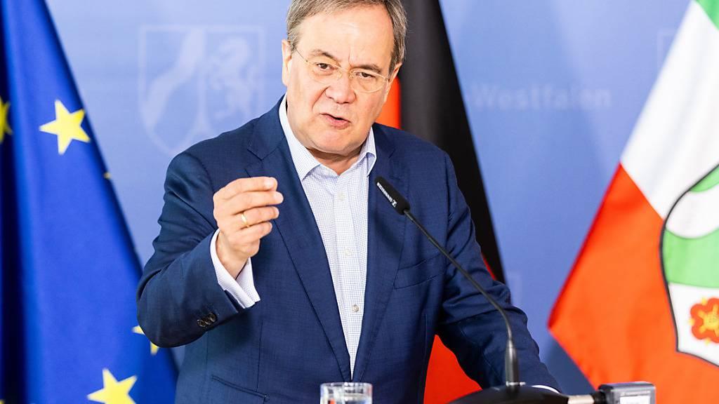 Deutscher Kanzlerkandidat Laschet gesteht Fehler in Buch ein