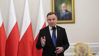 Präsidentschaftswahl: Amtsinhaber Andrzej Duda muss bei der Stichwahl in Polen um den Wahlsieg zittern - es wird nach ersten Berechnungen sehr knapp.