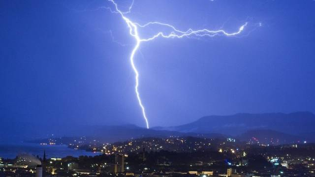 Die heftigen Gewitter sorgten in weiten Teilen der Schweiz für Verkehrsbehinderungen (Symbolbild)