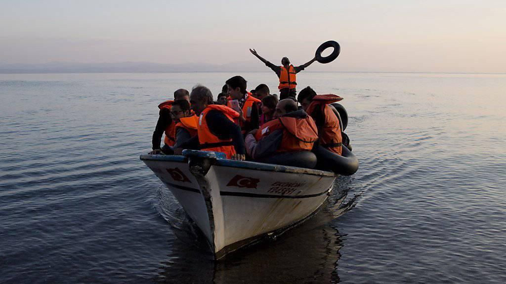 Syrische Migranten bei der Ankunft vor der griechischen Insel Lesbos. (Archivbild)