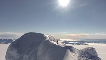 Alleine und als erster auf diesen schneebedeckten Kuppen in Patagonien: Der Appenzeller Luka Eichenberger.