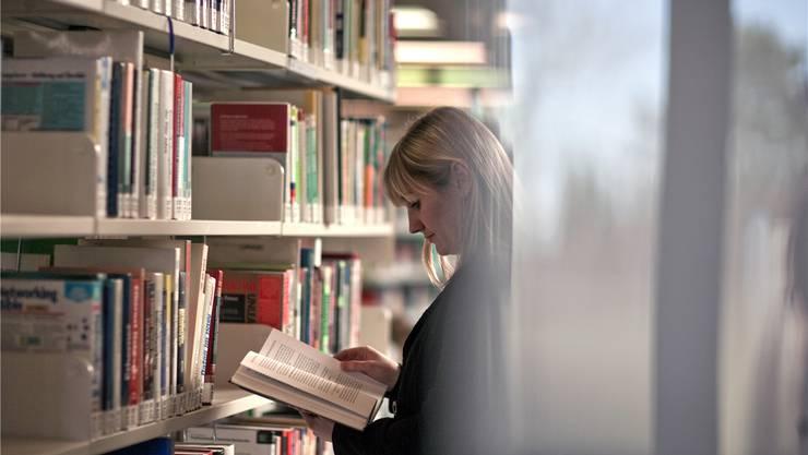 Sollen Autoren für den Verleih ihrer Bücher entschädigt werden? Einer der Streitpunkte bei der schwierigen Suche nacheinem neuen Urheberrecht.Gaetan Bally/Keystone