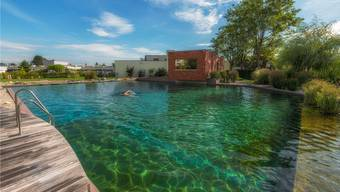 Das Naturschwimmbecken im Thermalbad Zurzach bietet auch an heissen Tagen eine Abkühlung.