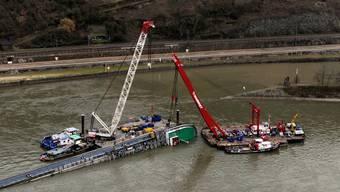 Unfallstelle im Rhein behindert Verkehr flussabwärts