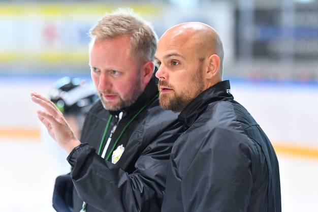 Dürfte vor allem mit dem Powerplay seiner Mannschaft äusserst zufrieden sein: Trainer Fredrik Söderström und Assistenztrainer Dennis Hall.
