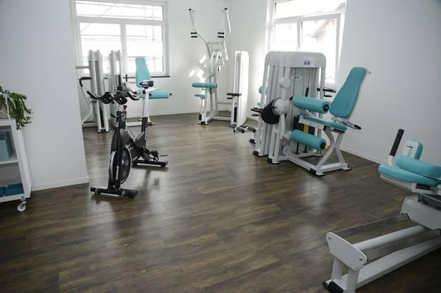 Auf den neu eingerichteten Fitnessraum ist Jasmjin Terheggen besonders stolz