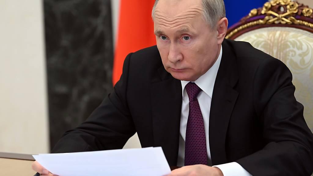 Die EU-Staaten wollen den russischen Präsidenten Wladimir Putin dazu bewegen, seinen Einfluss auf die prorussischen Separatisten in der Ostukraine stärker für eine Beilegung des Konfliktes zu nutzen. Foto: Alexei Nikolsky/Pool Sputnik Kremlin/AP/dpa