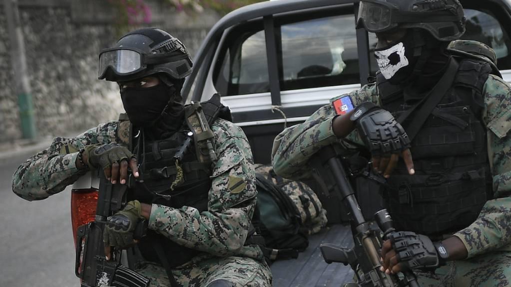 Soldaten stehen Wache in der Nähe der Residenz von Interims-Premierminister Claude Joseph in Port-au-Prince.