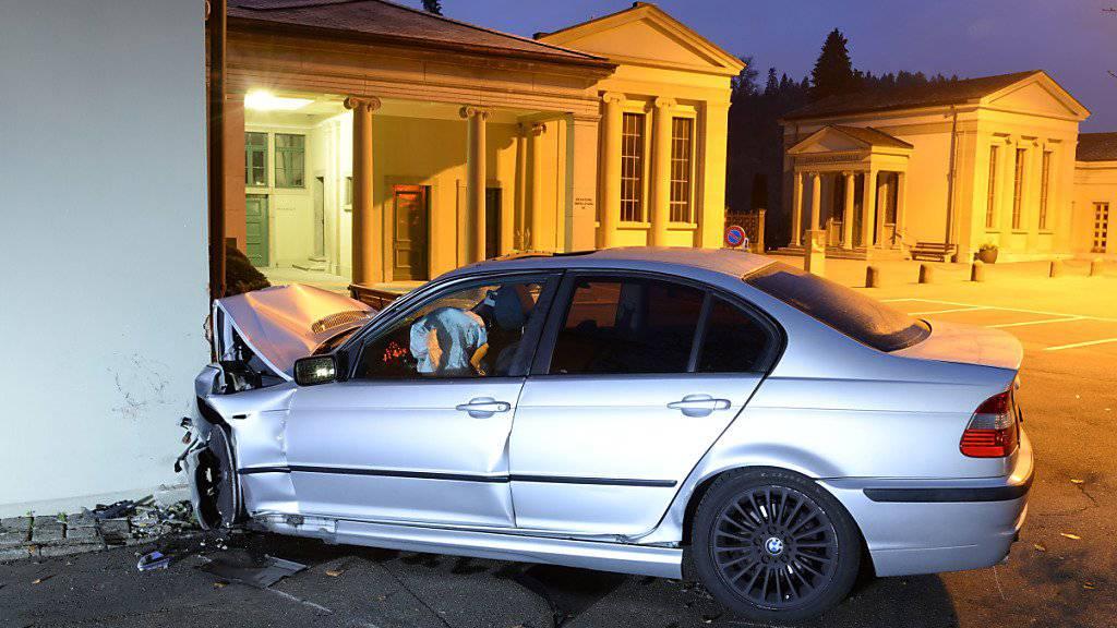 Bei einem Unfall auf der Friedentalstrasse in Luzern werden vier Personen verletzt. (Bild Luzerner Polizei)