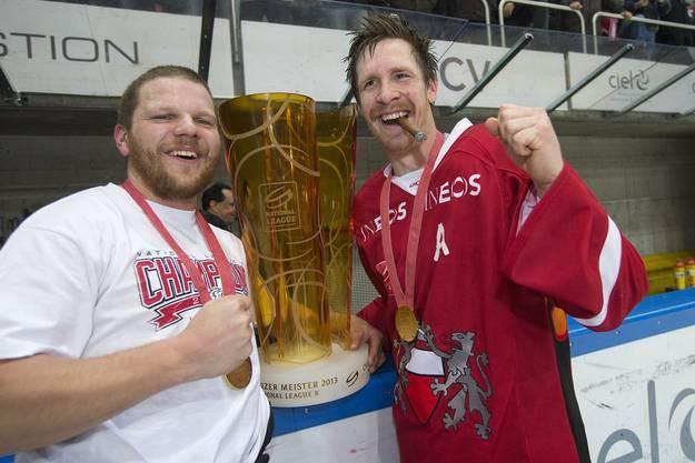 Die Lausanner feiern ihren NLB-Meistertitel.