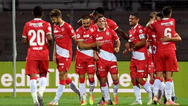 Die Thuner feierten Nias Heftis erstes Tor in der Super League